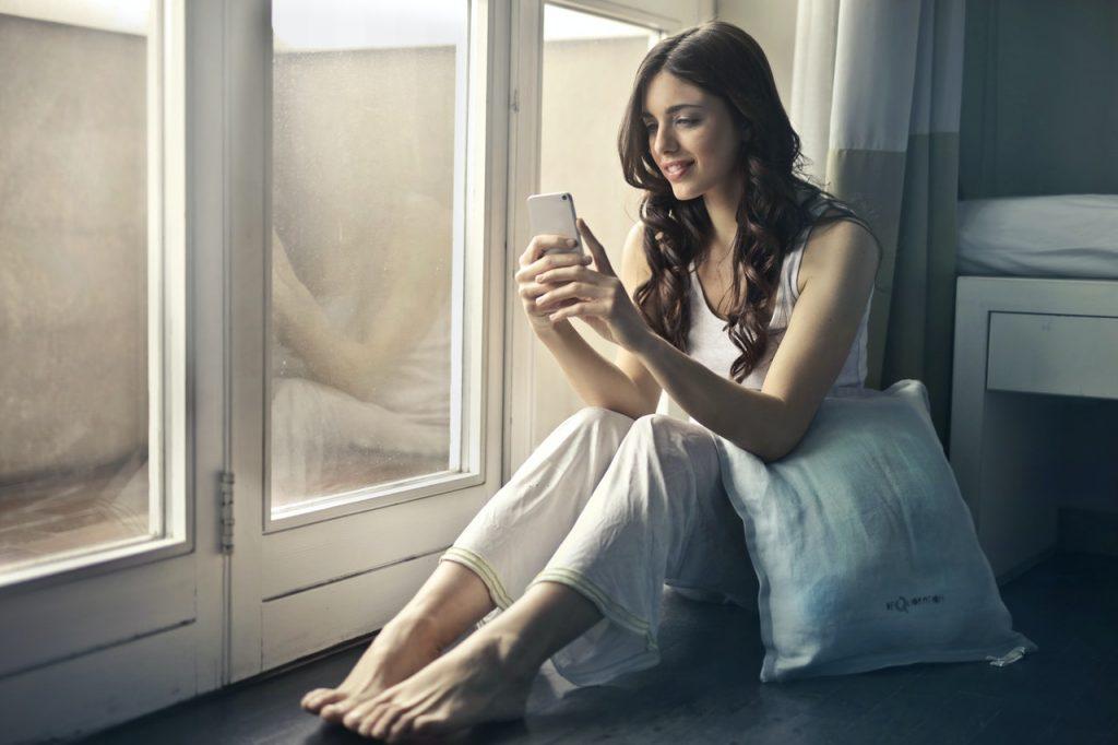 girl on social network