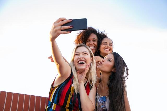 friends taking instagram selfie